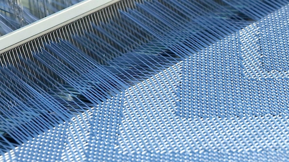 WOVEN VINYL FLOORING – FROM DUSTBIN TO DURABLE DESIGNS